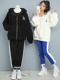 Korean Girl Fashion, Korean Street Fashion, Ulzzang Fashion, Korea Fashion, Cute Fashion, Cute Comfy Outfits, Sporty Outfits, Korean Outfits, Retro Outfits