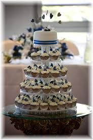 white and lilac cupcake towers - Buscar con Google