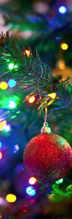 #ChristmasTree Merry #Christmas #decor #Red #ball #lights