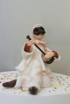 Gum paste Pulcinella (Punch) figurine step by step