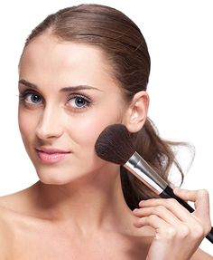 Having a flawless-looking complexion is the first step to a great look. While it seems there are just as many ways to apply foundation as there are formulations, there is one technique we find ourselves turning to again and again: stippling.