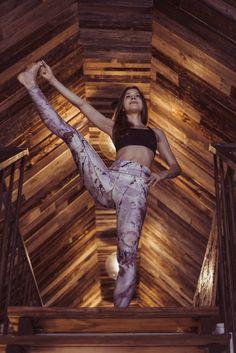 yoga inspiration   freeme yoga   leggings   yoga pants  eco fashion www.freemeyoga.com Model: Twiggy Flower S/M