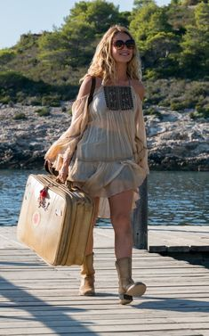 Why Mamma Mia: Here We Go Again! will inspire your most stylish holiday wardrobe., Why Mamma Mia: Here We Go Again! will inspire your most stylish holiday wardrobe ever Lily James in Mamma Mia: Here We Go Again! Look, I wasn't expect. Vintage Outfits, 70s Outfits, Boho Outfits, Summer Outfits, Cute Outfits, Casual Outfits, Mamma Mia, Mode Hippie, Hippie Style