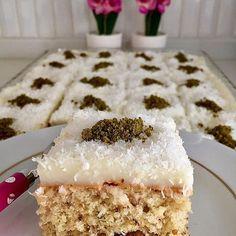 Denemeyen kalmasın lezzet ve sunumda garanti tatlı tarifi arayanlar sizi ve mi… – Tatlı tarifleri – Las recetas más prácticas y fáciles Sweet Desserts, Sweet Recipes, Cake Recipes, Dessert Recipes, Fig Cake, Cakes Plus, Pistachio Cake, Light Snacks, Pudding Cake