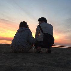 【333___ayk】さんのInstagramをピンしています。 《_ さいこーーーっうな1にち!❤︎!❤︎! ❤︎! #couple#date#sea#sunset#beutiful #カップル#カップルフォト#デート#海#夕陽 実は啓斗、全力で変顔してるよ。》