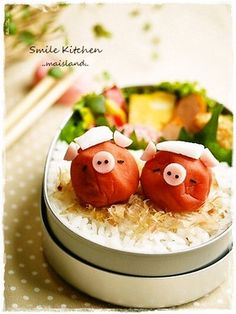 Umeboshi pig bento. Look really similar to angry birds piggies, right?