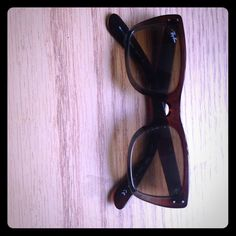 Ray-Ban Sunglasses Chocolate brown Ray-Ban sunglasses that goes perfectly with every outfit! Ray-Ban Accessories Sunglasses