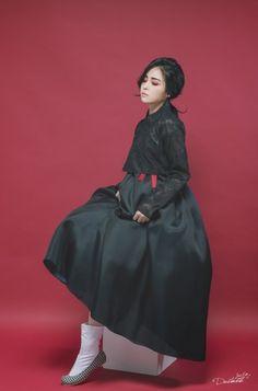 Korean Fashion – How to Dress up Korean Style – Designer Fashion Tips Korean Hanbok, Korean Dress, Korean Outfits, Korean Traditional Dress, Traditional Dresses, Korea Fashion, Asian Fashion, Lolita, Oriental Fashion