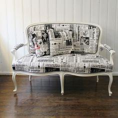 Upcycling at its best im  Kellerwerk: Sofa im Zeitungs-Look   creme wien
