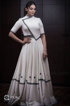 Beautiful and Stunning Actress Rakul Preet Singh Hot Pics Designer Party Wear Dresses, Kurti Designs Party Wear, Lehenga Designs, Indian Designer Outfits, Indian Outfits, Stylish Blouse Design, Fancy Blouse Designs, Designs For Dresses, Stylish Dresses
