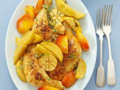 Hähnchenkeulen aus dem Ofen mit Nektarinen und Knoblauch ist ein Rezept mit frischen Zutaten aus der Kategorie Hähnchen. Probieren Sie dieses und weitere Rezepte von EAT SMARTER!