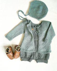 Søndagsfin i grønt og grått #gustavogberta #babystrikk #guttestrikk #drengestrik #strikkedilla #strikkemamma #instastrikk #instaknit #itsybitsyknits #knitstyle #knitting_inspiration #knittersofinstagram Baby Hacks, Baby Tips, Kids Fashion, Rompers, Knitting, Knits, Sweaters, Barn, Clothes
