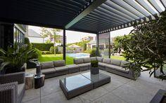 Poolhouse |  Domus Aurea, Villabouw  #poolhouse #swimmingpool #shutters #tegelvloer #villa #beplanting #garden