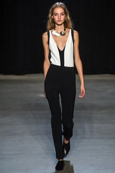 Narciso Rodriguez Ready-to-wear Spring/Summer 2015 1. Me gusta el collar: tipo: gargantilla y tamaño:xl