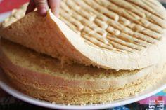 The magic sponge cake 4 eggs of sugar 120 of flour sachet of yeast Pr . Easy Sponge Cake Recipe, Sponge Cake Recipes, Köstliche Desserts, Delicious Desserts, Dessert Recipes, Gateau Cake, Gravity Cake, Pumpkin Cheesecake Recipes, Occasion Cakes