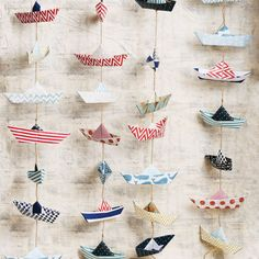 Paper Boat Photo Backdrop - Home Page Hobbies And Crafts, Diy And Crafts, Moldes Para Baby Shower, Diy Photo Backdrop, Photo Backdrops, Cute Kids Crafts, Paper Crafts Origami, Paper Stars, Boy First Birthday