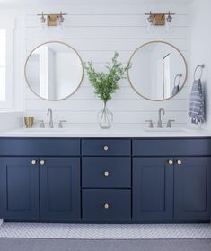 Beautiful master bathroom decor tips. Modern Farmhouse, Rustic Modern, Classic, light and airy bathroom design suggestions. Bathroom makeover suggestions and master bathroom remodel some ideas. Gold Bathroom, Bathroom Interior, Bathroom Mirrors, Gold Mirrors, Bathroom Canvas, Bathroom Beach, Marble Bathrooms, Lighting In Bathroom, White Bathroom Vanities