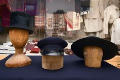 Hats to men's folk costumes. Finn-Swedish. Photo: Linda Varoma