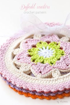Daffodil crochet coasters pattern, new color schemes