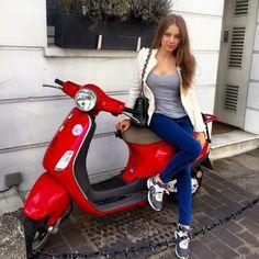 Lambretta Scooter, Vespa Scooters, Vespa Girl, Scooter Girl, Lady Biker, Biker Girl, Vespa Vintage, Red Vespa, Motos Vespa