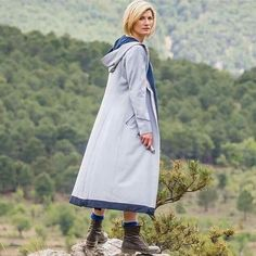 Here is Doctor Outfit Ideas for you. Doctor Outfit the doctor costume doctor who halloween costumes. Doctor Who Halloween Costumes, Doctor Costume, 13th Doctor, Doctor 13, Eleventh Doctor, Who 13, Doctor Coat, Long Grey Coat, Trench Coat Outfit