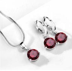 cercei si colier cu cristale rosii http://www.bijuteriifrumoase.ro/cumpara/set-bijuterii-cu-cristale-rosii-3263