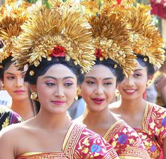 Beautiful Balinese Women in Ceremonial Costume