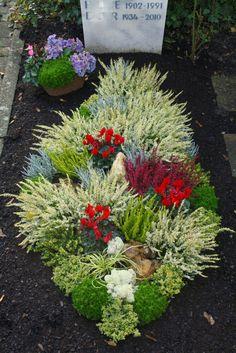 Friedhofsgärtnerei Durlach, Durlach-Aue and Grötzingen first grave Grave Decorations, Cemetery Flowers, Dry Garden, Small Flowers, Flower Beds, Compost, Funeral, Stepping Stones, Garden Landscaping