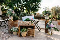 Table Decorations, Furniture, Home Decor, White Rose Flower, Bodas, Room Decor, Home Furnishings, Home Interior Design, Decoration Home