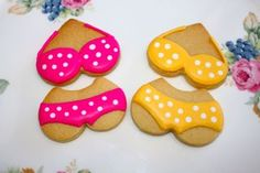 Itsy bitsy teeny weeny tiny yellow (and pink) polka dot bikini cookies Decorating Supplies, Cookie Decorating, Bikini Cookies, Beach Snacks, Summer Beach Party, Iced Biscuits, Kinds Of Cookies, Summer Cookies, Pool Parties