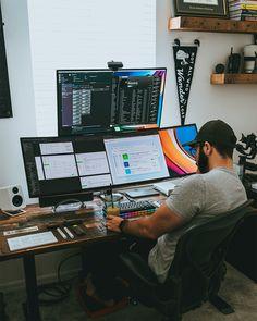 Computer Desk Setup, Gaming Room Setup, Pc Setup, Workspace Design, Office Interior Design, Music Room Art, Bedroom Setup, Video Game Rooms, Home Office Setup