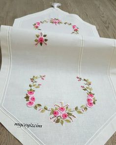 Towel Embroidery, Embroidery On Clothes, Embroidery Works, Hardanger Embroidery, Creative Embroidery, Hand Embroidery Patterns, Ribbon Embroidery, Cross Stitch Embroidery, Embroidery Designs