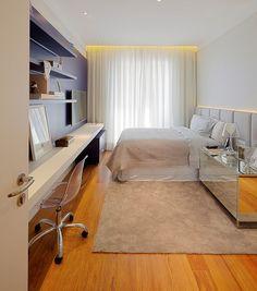 Dormitório para jovem com painel azul da @ornaremoveis , cabeceira estofada da #estofadoswg e papel de parede da #Papercom . Um ambiente clean e moderno que trouxe conforto para o cliente.