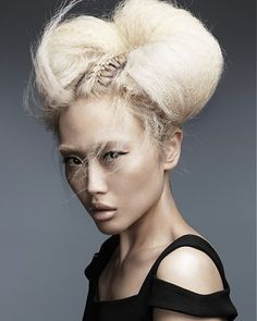 long blonde    |  frizzy crimped sculptured |  avant-garde hairstyles     FOR INSPIRATION AND #HAIRSTYLES    WWW.UKHAIRDRESSERS.COM