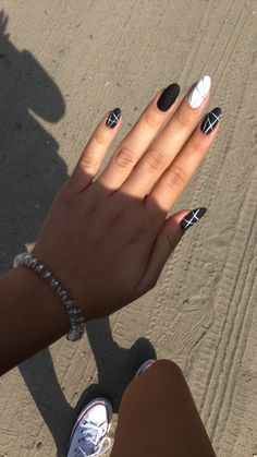 40 Natural Elegant Summer Nail Designs To Prepare For Parties And Holidays 2019 - Site - Ongles White Nail Art, White Nails, Black And Blue Nails, White Summer Nails, Black And White Nail Designs, Black White, Fabulous Nails, Perfect Nails, Round Nails