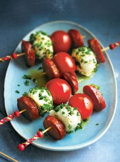 Mini-brochettes de tomates, chorizo et mozzarella