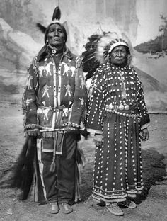 "Sioux man Spotted Weasel and his wife, members of ""The Red Man spectacle and Red… – Indian Living Rooms Native American Pictures, Native American Clothing, Native American Tribes, Native American History, Red Indian, Native Indian, Blackfoot Indian, Indian Tribes, Eskimo"