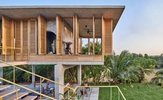 Named Ksaraah, the house is a family weekend home for one of the studio's principal architects, Shalini Chandrashekar. Stone Wall Design, Journal Du Design, Floating Staircase, Concrete Houses, The Embrace, Artistic Installation, Tropical Landscaping, Building Structure, Architecture Photo