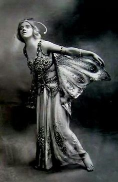 Phyllis Monkman in The Butterflies by Foulsham 1910.  Victorian/Edwardian Period Inspiration / Vintage Movement <3