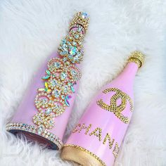 """Pink Glam Champagnes for all you FAB ! ✨ Hand made with beautiful elements ✨ Because every needs a little sparkle in…"" Diy Bottle, Wine Bottle Crafts, Bottle Art, Bling Bottles, Champagne Bottles, Glitter Bottles, Wedding Wine Glasses, Wedding Bottles, Decorated Liquor Bottles"