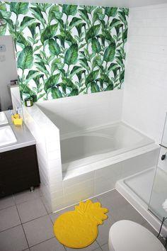 Jungle in a bathroom? Why not! Wild idea made by @working_chix  https://www.instagram.com/working_chix/ #jungle #Pixers #interior #bathroom #idea #wallmural #leaves #bath