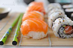 """Il y a un bon moment de cela, en regardant Un diner presque parfait, j'ai vu un quandidat proposer des sushis en forme de petites boulles, je crois même que c'était """"activité"""". J'ai trouvé ça sympa et je me suis dit que j'essaerai un jour. J'avais un..."""