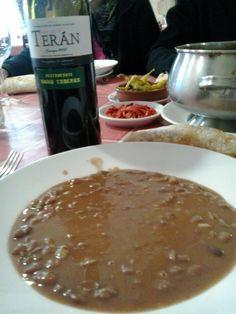 Marqués de Terán y unas alubias en el restaurante Goiko Taberna en Lezama (Vizcaya)
