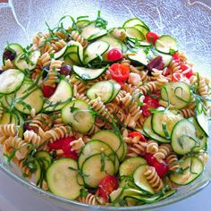 Zucchini and Pasta Salad is perfect for summer barbecues and potluck parties. #zucchini #pastasalads