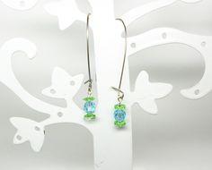 boucles d'oreille dormeuses fil inox et perles swarovski vert et bleu de la boutique bout2bijoux sur Etsy