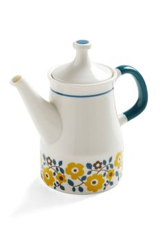 Cute tea pot! Retro with just enough mod design moves to it that it works. (because I'm usually not a flower gal...)
