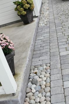 Pflaster- und Flusssteine There are many things which could eventually total a person's yard, just Stone Walkway, Paving Stones, River Stones, River Rocks, Garden Paving, Garden Paths, Garden Hedges, Garden Floor, Back Gardens