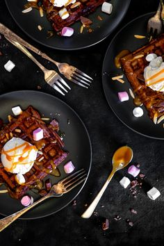 Chocolate Waffles, I Love Chocolate, Chocolate Recipes, Brunch Recipes, My Recipes, Sweet Recipes, Waffle Toppings, Salted Caramel Sauce, Golden Syrup