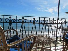 Ferienwohnung am Strand, in Alassio mieten - 1088593 Porch Swing, Outdoor Furniture, Outdoor Decor, Hanging Chair, Strand, Home Decor, Cottage House, Vacations, Hammock Chair