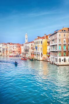 Italy Travel Tips, Travel Europe, Travel Guide, Travel Destinations, Italian Lakes, Venice Travel, Regions Of Italy, Countries To Visit, Grand Canal